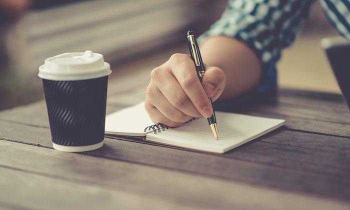 Kas pigiau – rašyti patiems ar samdyti specialistą?